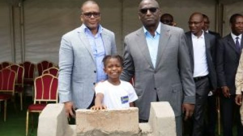 Laying the first stone for the construction of a Reading Point offered by the NSIA Foundation.