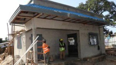 La construction d'un Point de Lecture offert par la Fondation NSIA.
