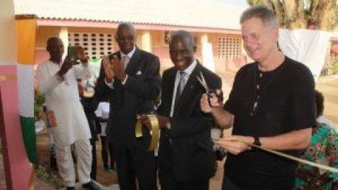 Éducation : cérémonie de remise des clés des écoles EPP1 et 2 de Blockhauss réhabilitées par la fondation Gaumont Diagou (Source: Abidjan.net)